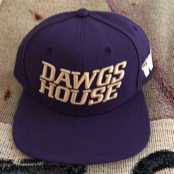 4a41c06b Nike Accessories | Washington Huskies Official Hat Dawgs House ...